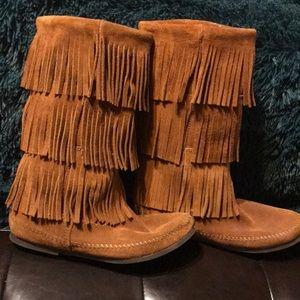 Minnetonka Leather Fringe Boots 😍